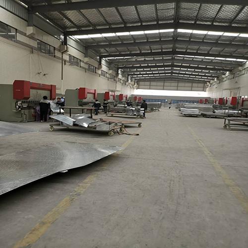 青联恒达- -铝单板加工厂