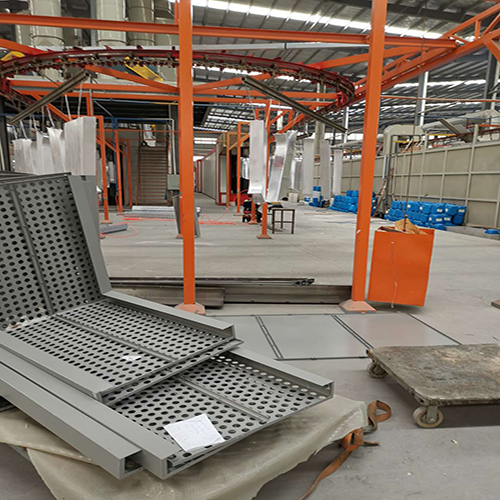 青联恒达- -冲孔铝单板加工厂