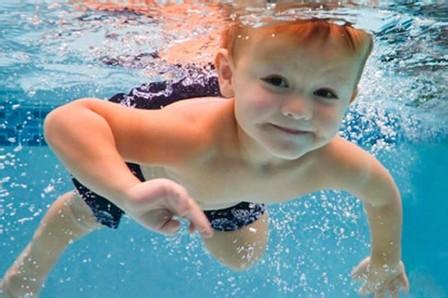 0~6岁的孩子游泳对身体都有这些好处