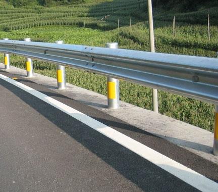 浅谈贵州防撞护栏的优点