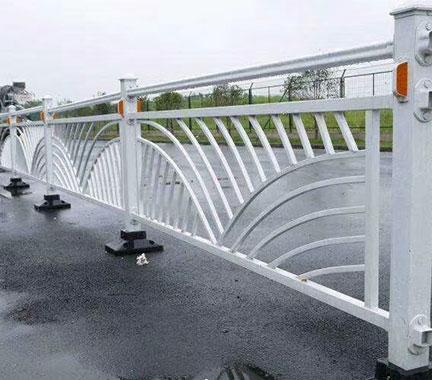 谈谈道路护栏的施工要注意几点事项!