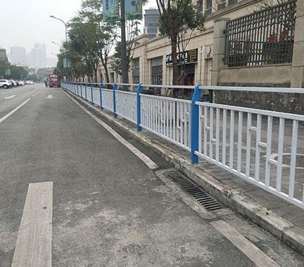 谈谈关于贵州道路护栏的寿命和维护!