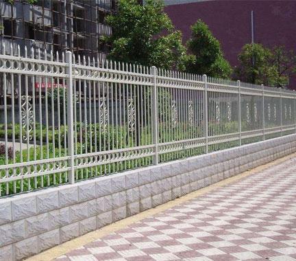 锌钢道路护栏比其它护栏好在哪里