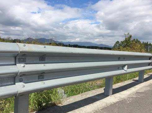 公路护栏安装
