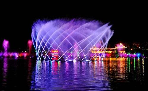 喷泉设计施工公司怎样才能将喷泉做到新颖别致