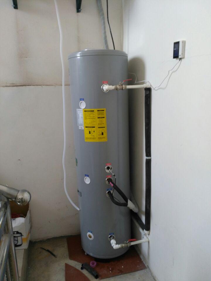 空气能安装_空气能地暖安装示意图_空气能热水器安装图片