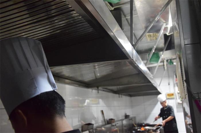 工程案例——贵州环保烧烤车批发