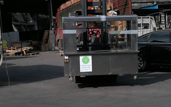 多功能环保烧烤车1
