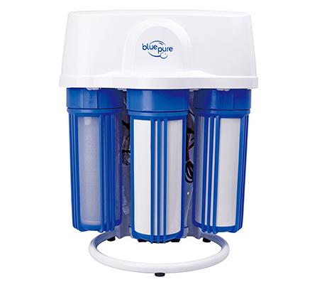 下面贵阳暖气片安装公司就为大家介绍冬春净水器的作用及重要性。 冬春净水器的作用 1.能有效去除水中的水碱、水垢。 2.防止桶装水二次污染危害,更经济,更省钱。 3.采用超滤膜技术完全滤除水中异色、异味、重金属等对人体有害物质。 4.即开即饮,比烧开水更干净,安全,也更为方便。 5.免清洗,无污染,无需用电,安全可靠,外观小巧轻便,不占空间。 6.安装拆卸方便快捷,为您解决移机烦恼。 7.沏茶、冲咖啡保证原汁原味。 8.做汤做饭,味道更香。 9.无废水产生,既为您节约了水费,又节约了我们赖以生存的水资源。 10.真正实现了净水与原水的灵活切换,随心所用。