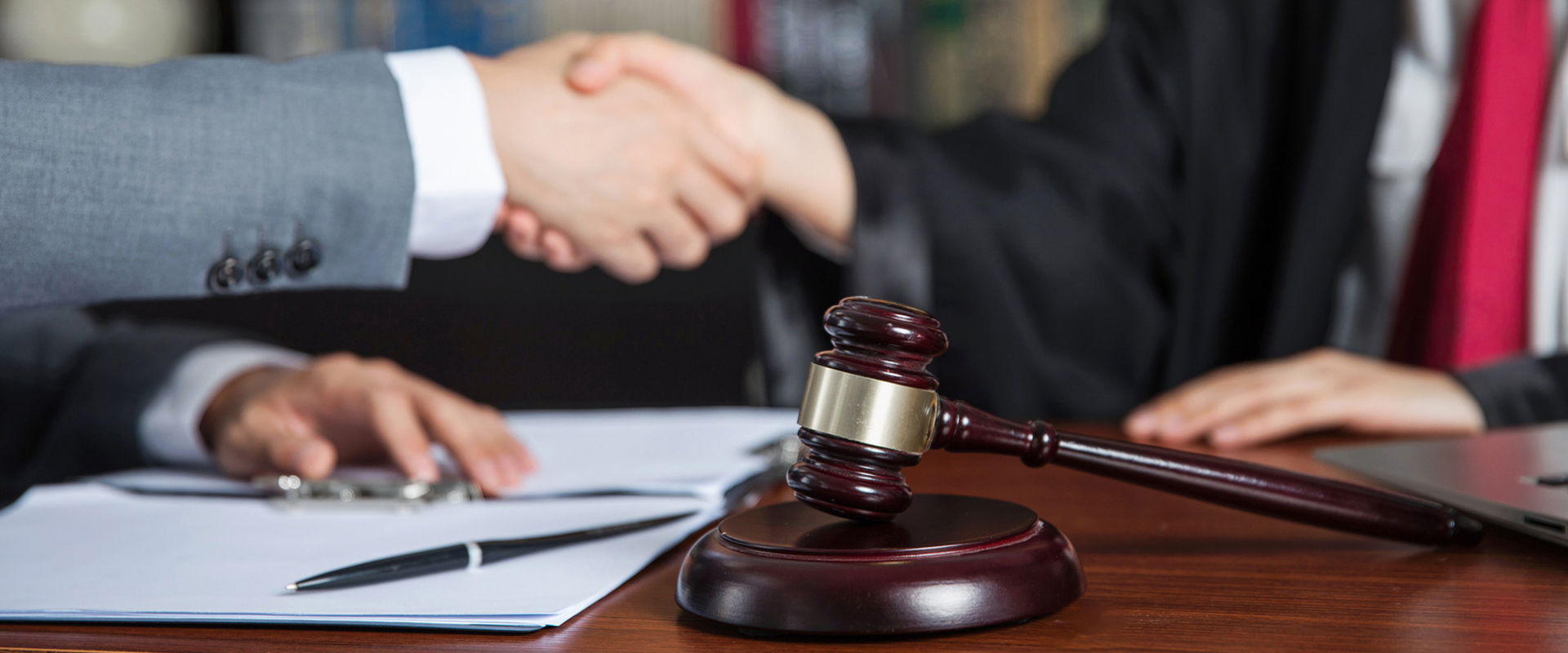 建筑工程纠纷案件中如何选择律师
