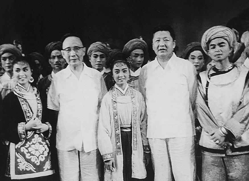 全国人大副委员长郭沫若、国务院副总理习仲勋接见