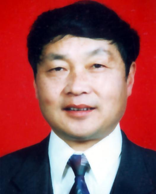 蔡尔智:离退休党支部组织委员