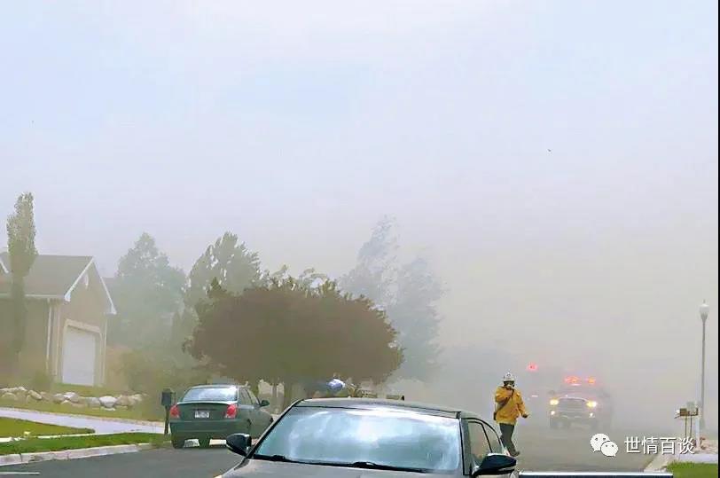 美国雷击引发大火,数千人撤离了家园