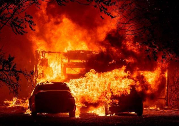 美国加州72小时内遭上万次雷击 引发超300起火灾