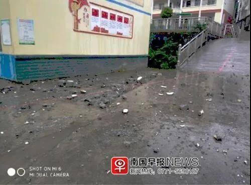 雷击楼顶致水泥掉落,河池一8岁女生被砸身亡!家属索赔被拒