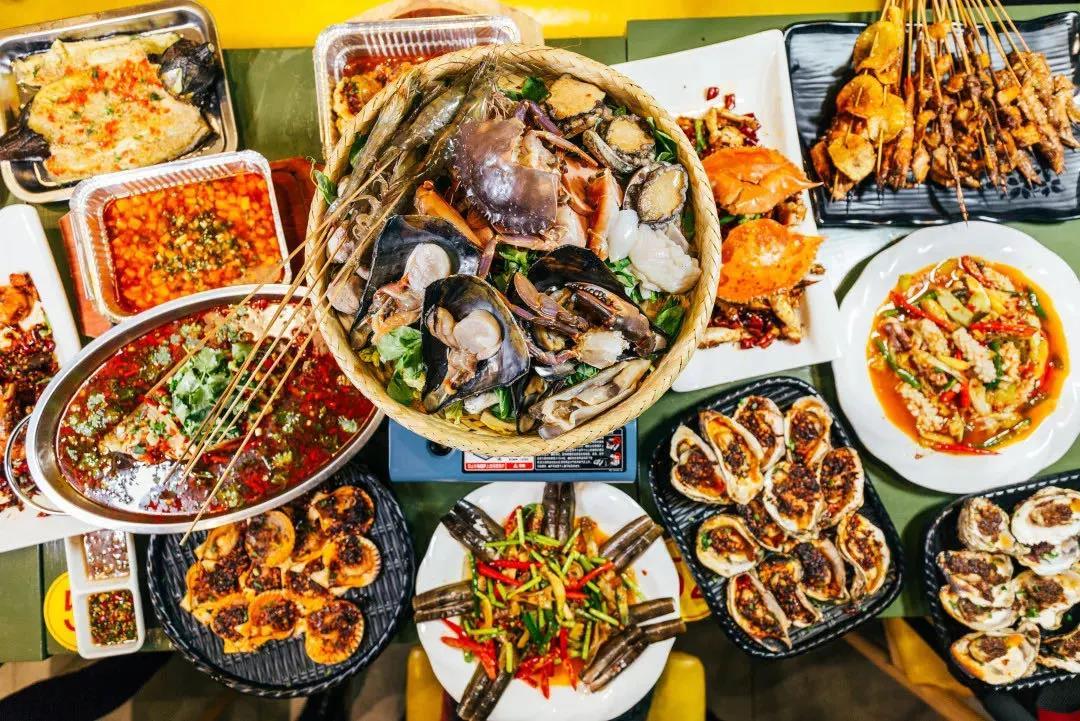 贵阳的夜生活:吃最销魂的小龙虾,撸最巴适的烤串,喝最醇的扎啤