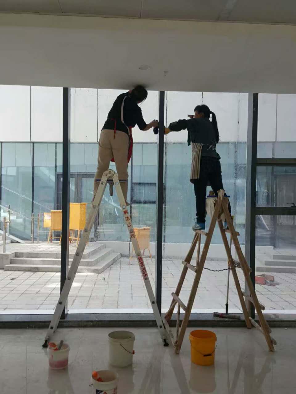 家里的窗戶玻璃很難搞定嗎?學會一下方法就變得簡單了