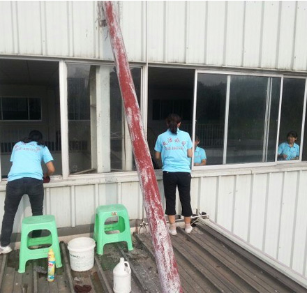 贵阳海信工业园保洁现场玻璃