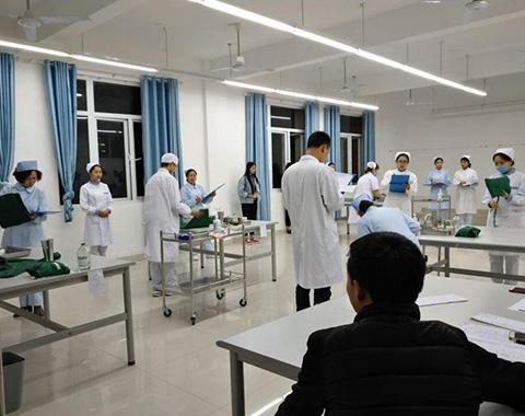 贵阳护理专业学校