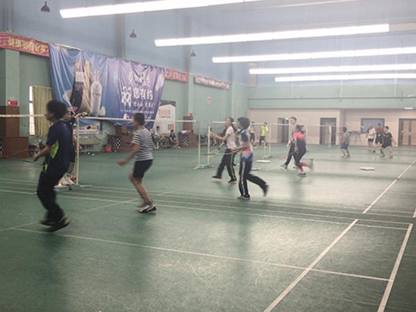 公司团体羽毛球培训