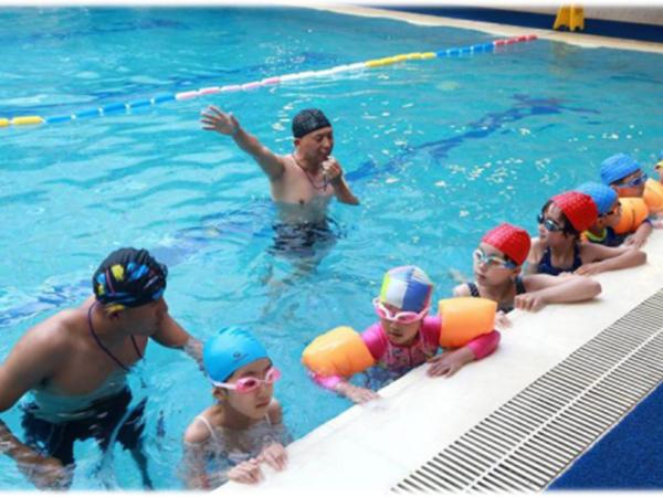 长训游泳培训班