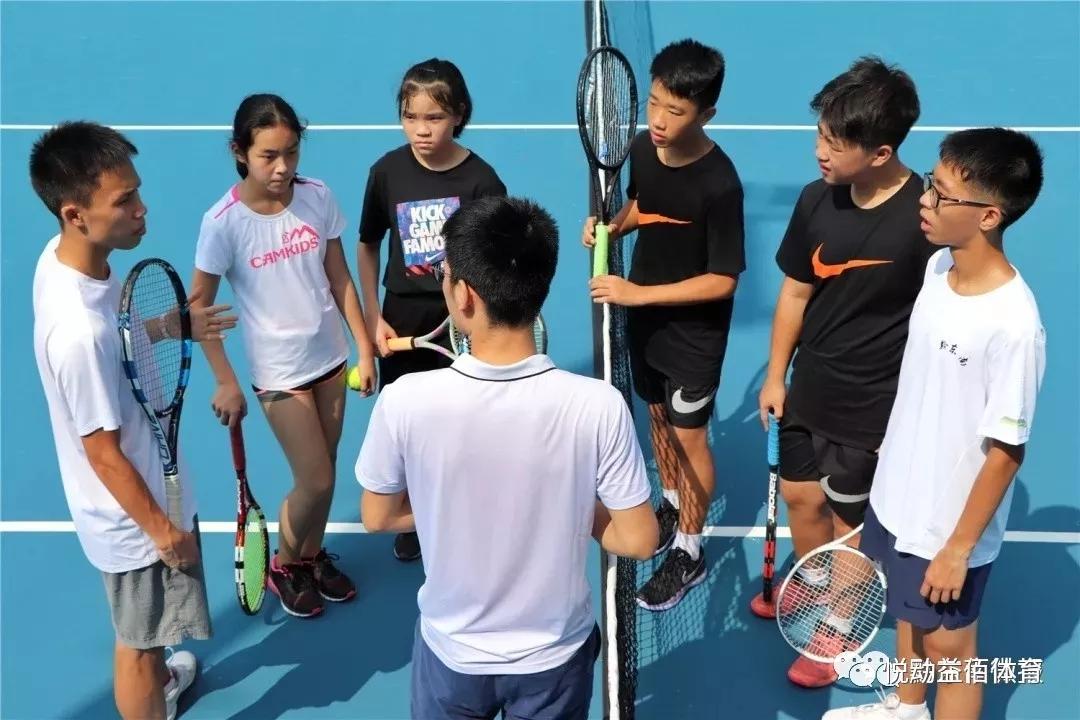 网球培训,要特别重视网球装备