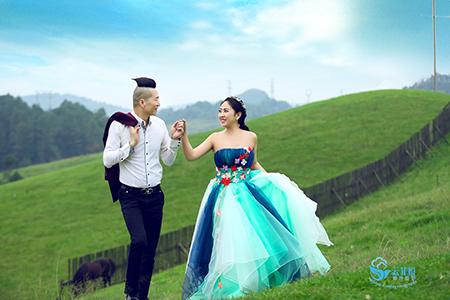 名爵棋牌婚纱摄影了哪家好他当即想起了这个看起来面熟