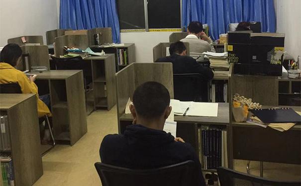 寄宿制考研学校