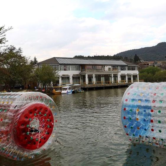 昆明休闲山庄-水上滚筒球