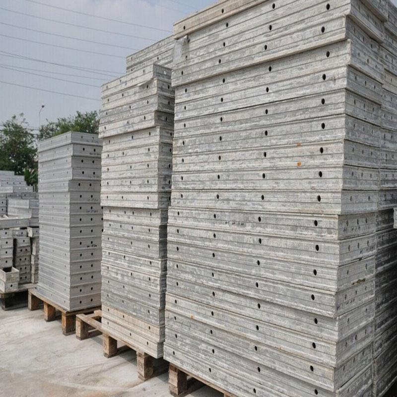 铝合金模板回收堆放现场