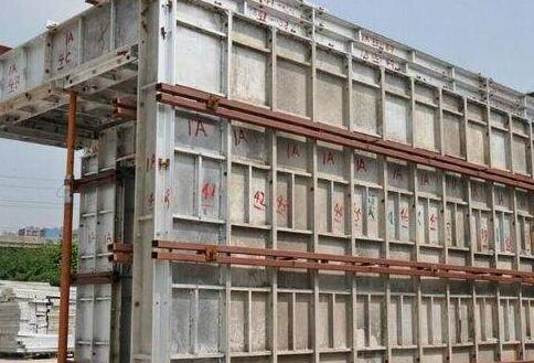 工程建筑模板用的最新的钢性模板支撑特点