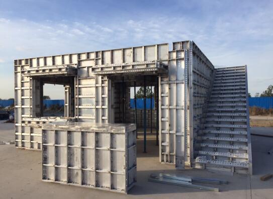 建筑物铝模板的主要性能特点是什么