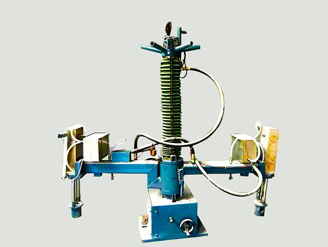 气动筑炉机(大型吨位中频炉)