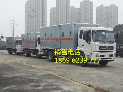 东风天锦9.99吨6.6米国五雷管炸药运输车