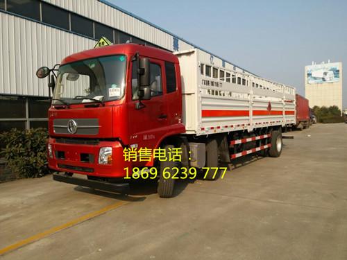 东风天锦小三轴15.655吨8米6国五高栏平板气瓶运输车