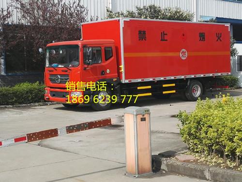 东风多利卡10.8吨国五易燃气体厢式运输车