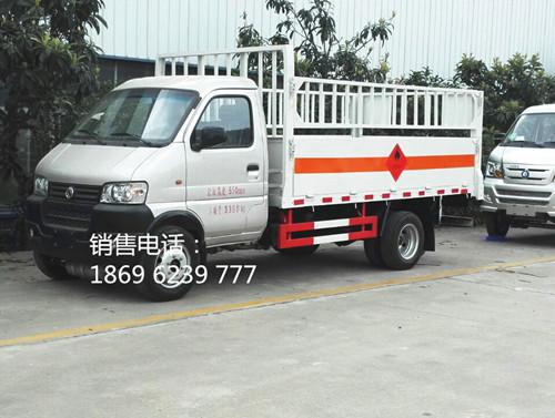 东风俊风1.35吨平板仓栏气瓶运输车