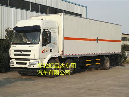 东风柳汽前四后四15吨9.5米易燃液体厢式运输车