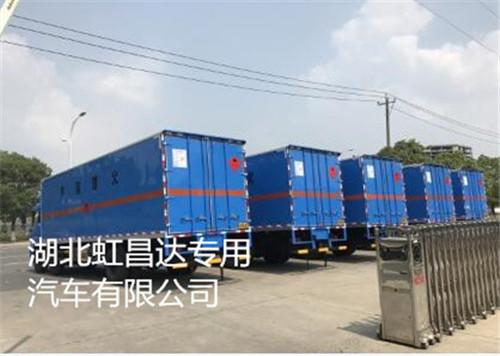 东风天锦小三轴14.85吨8.6米易燃液体厢式运输车