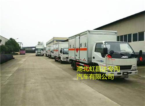 江铃1.415吨4.2米国五易燃液体厢式运输车