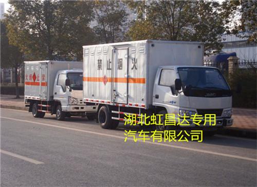 江铃1.38吨4.2米易燃固体厢式运输车
