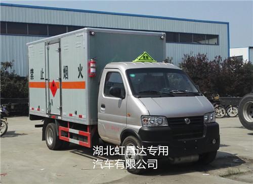 东风俊风后双轮1.2吨3.4米国五易燃液体厢式运输车