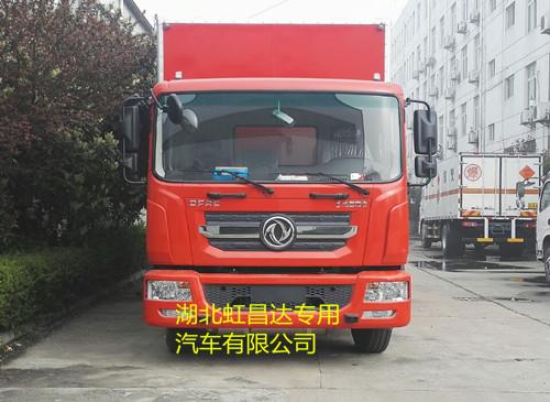 东风多利卡易燃液体厢式车