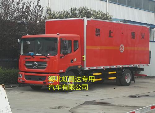 东风D9多利卡10.8吨6.2米国五易燃液体厢式运输车