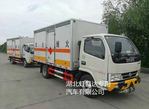 东风多利卡1.015吨4.1米国五易燃液体厢式运输车