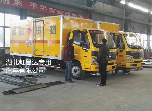 福田欧马可6.7吨5.1米国五易燃固体厢式运输车