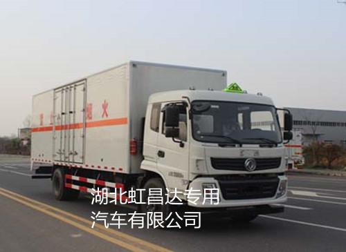 东风9.355吨7.6米9类危险品运输车