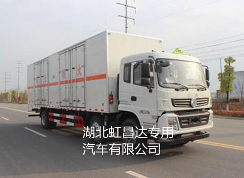 东风小三轴13.805吨9.5米九类危险品运输车