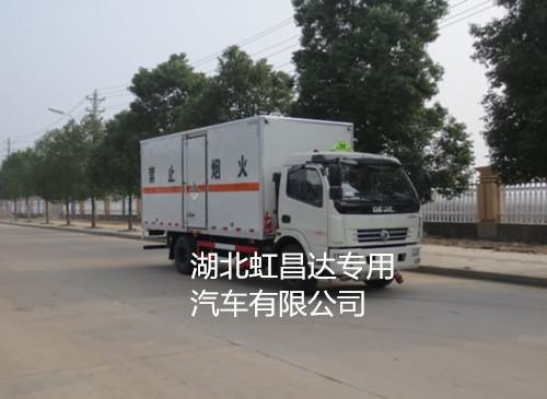 东风多利卡7.55吨5.15米杂项危险物品厢式运输车