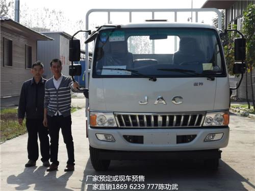 既可做仓栏式也可做栏板式的江淮骏铃5.165吨5米气瓶运输车出库1台
